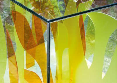 Detail uit Protecting nature – plexiglas - voorheen in gracht Almere Haven